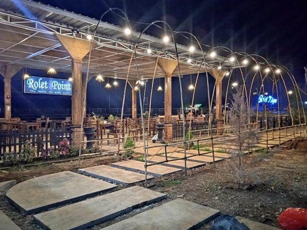 Cafe Rolet Point Tampak Saat Malam Hari. Foto : Istimewa